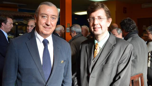 Els premiats Sr. Julio Gómez-Pomar, Secretari d'Estat de Transports i de Infraestructures amb Antoni Biada, president l'entitat premiada Cercle Històric Miquel Biada.