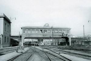 Centre de Control elèctric de l'estació de 'Barcelona-Termino', vers 1925. Enclavament elèctric a 'Barcelona-Término', un dels primers d'Europa amb 121 palanques per més de 500 itineraris diferents