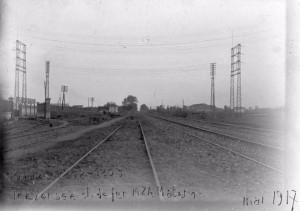 Línia d'alta tensió creuant les vies del ferrocarril Barcelona-Mataró, Sant Adrià del Besòs 1917
